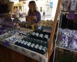Francouzský-trh-levandulové-speciality
