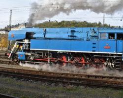 Odjezd lokomotivy Papoušek 477.043