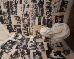 Historické fotografie a busta J. A. Komenského