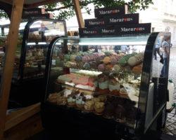 Francouzský-trh-macarons